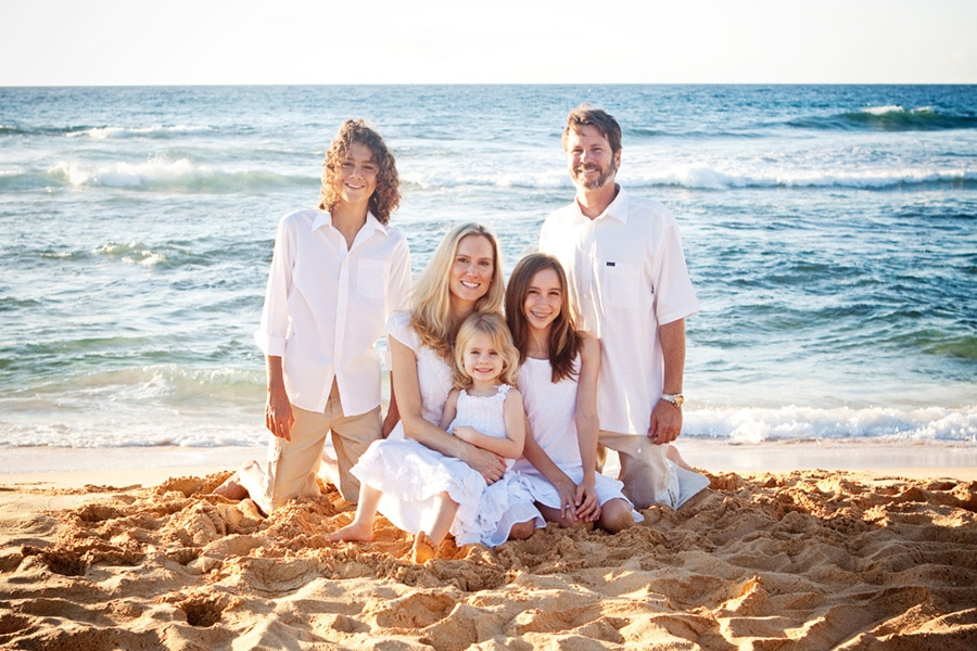 Hawaii Beach Family Portrait Ideas http://www.hawaiibeachphoto.com/
